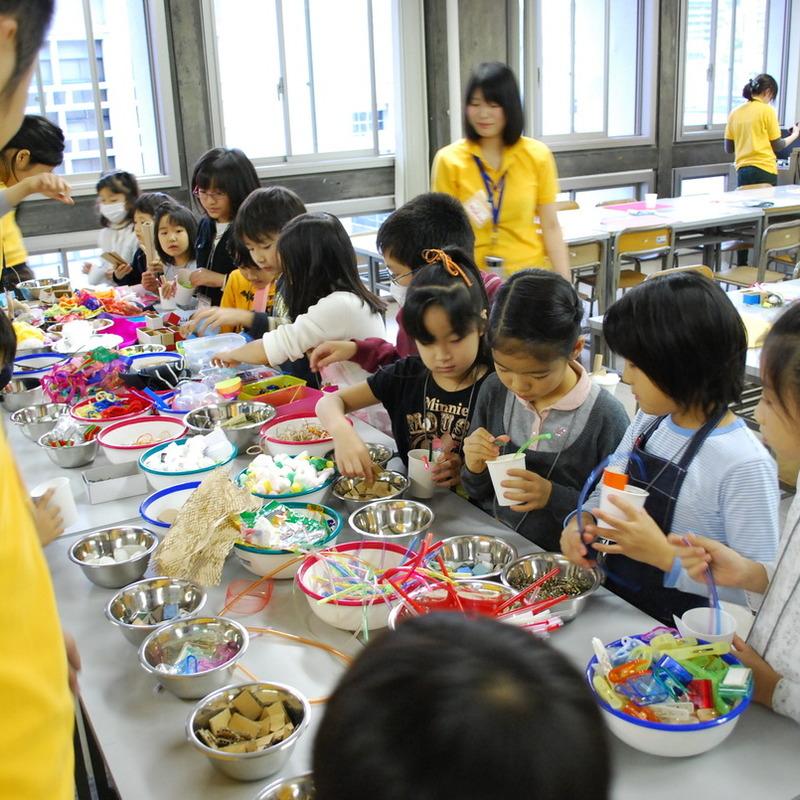 2009年11月28日(日)「ガラクタコラージュの図鑑づくり」(小学生クラス)in慶應三田