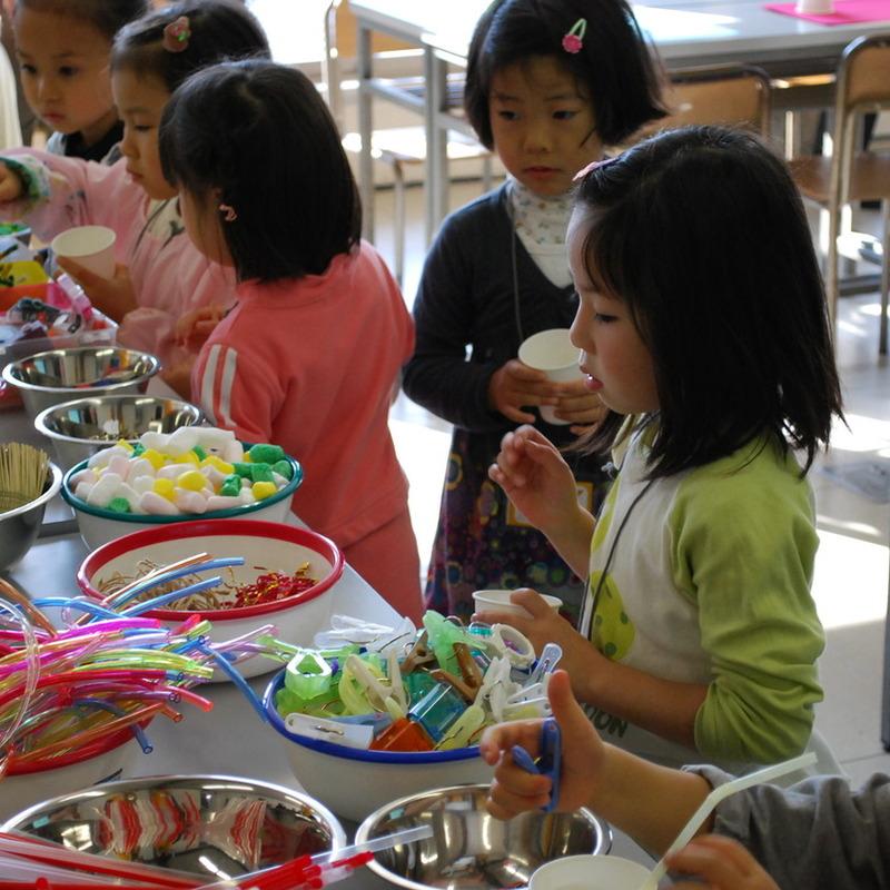2009年11月28日(日)「ガラクタコラージュの図鑑づくり」(幼児クラス)in慶應三田