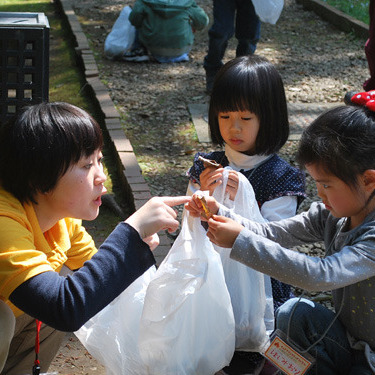 2010年4月25日(日)<br>「はっぱの絵」<br>(幼児クラス)in慶應三田