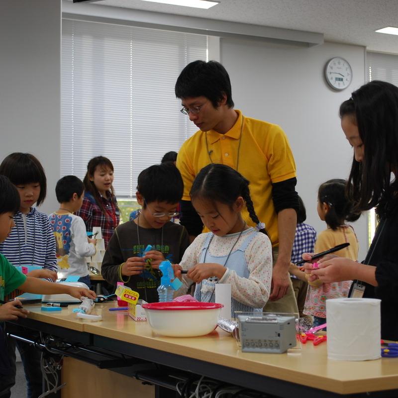 2010年11月3日(水・祝)「ぺたぺたおしゃべり空間」(小学生クラス)in慶應日吉