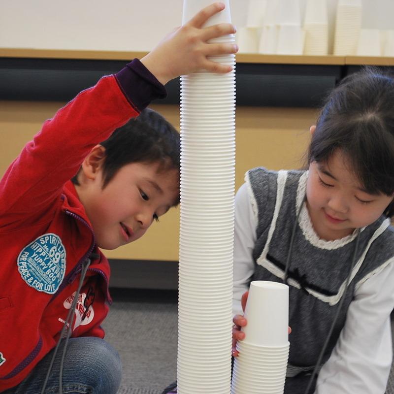 2011年4月24日(日)<br>「2500個の紙コップ造形」<br>(幼児クラス)in慶應日吉