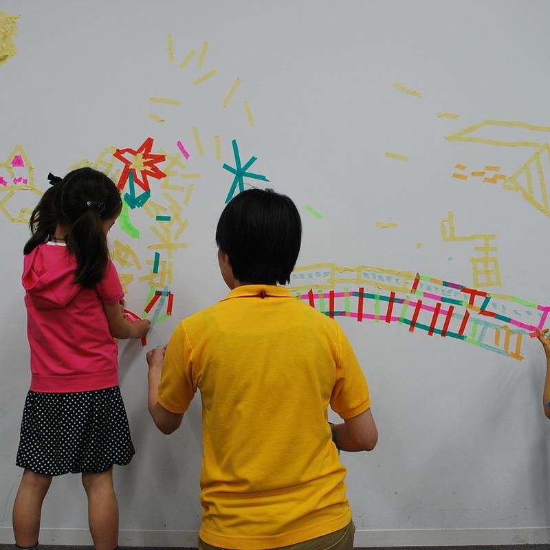 2011年5月22日(日)<br>「マスキングテープの落書き」<br>(小学生クラス)in慶應日吉