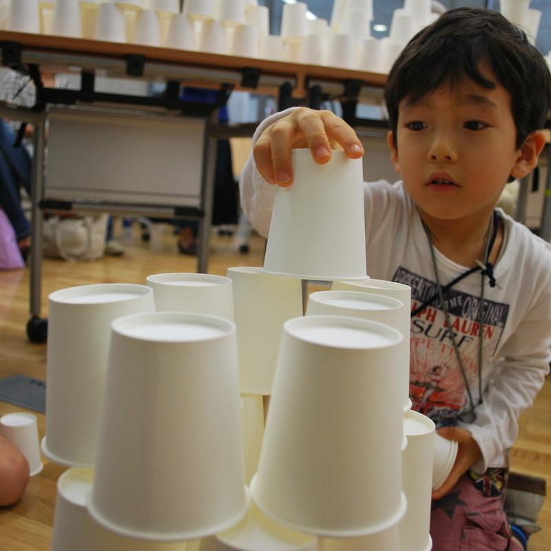 2010年6月20日(日)<br>「2500個の紙コップ造形」<br>(幼児クラス)in東大