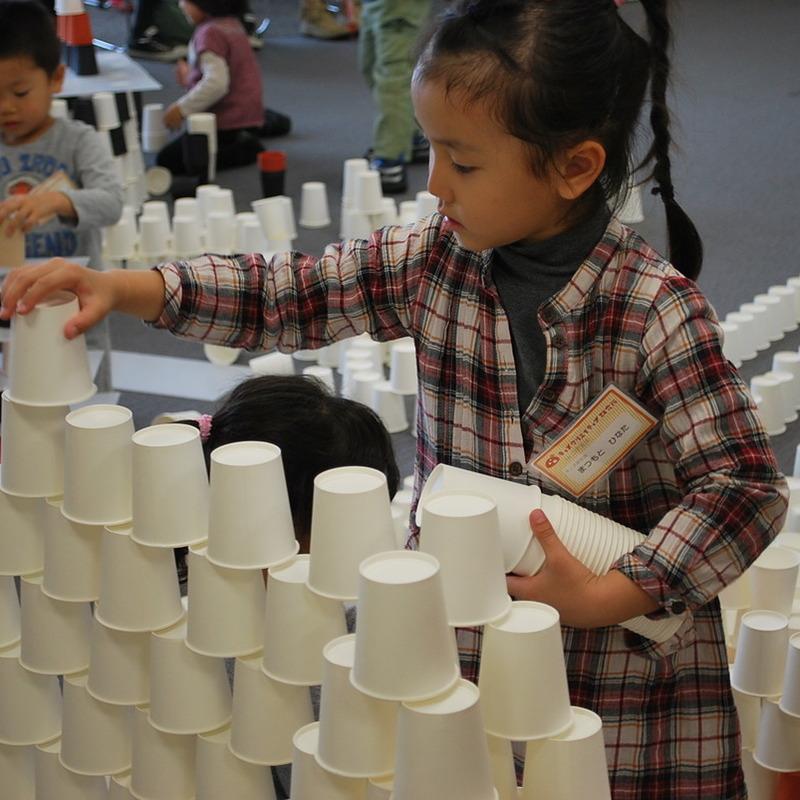 2012年10月28日(日)<br>「1万個の紙コップ造形」<br>(幼児クラス)in二子玉川