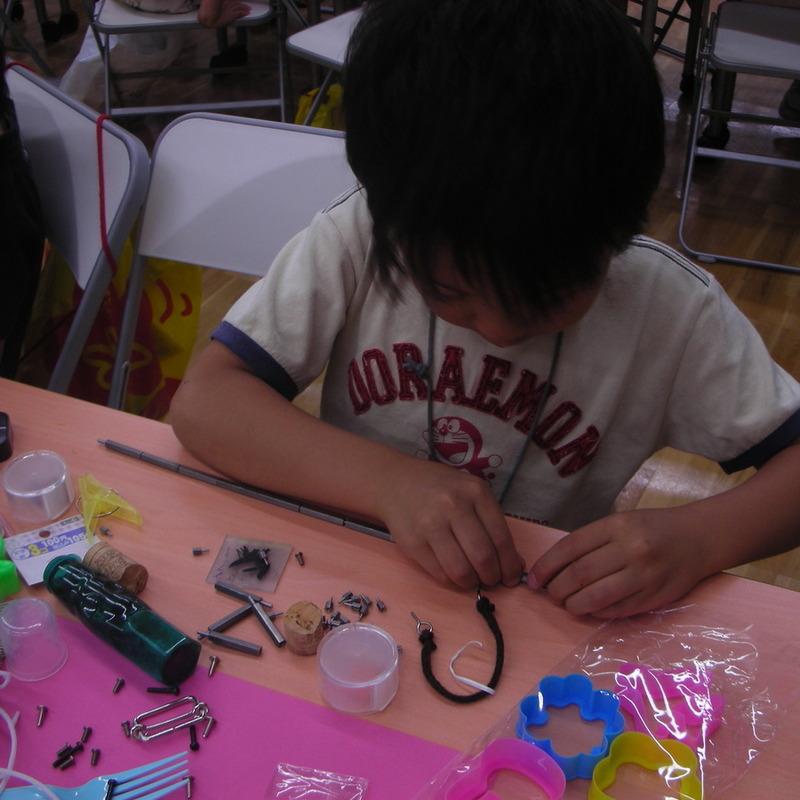 2009年6月21日(日)「ガラクタコラージュの図鑑づくり」(小学生クラス)in東大