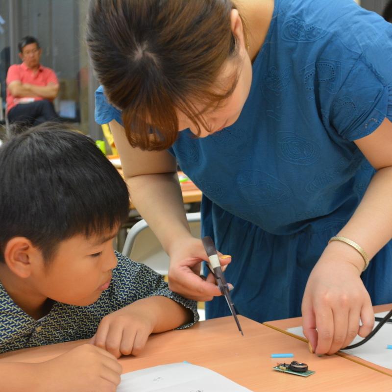 2016年9月18日(日)「ぶるぶる震えるモーターで新しいいきものをつくろう」(小学生クラス)in東大本郷