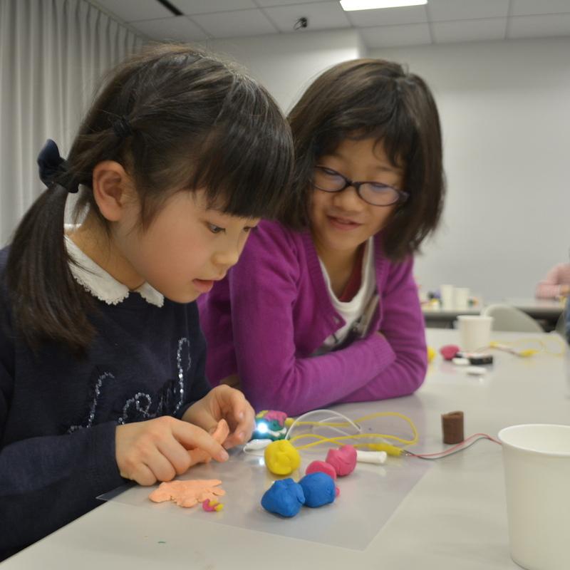 2016年12月11日(日)<br>「ねんどと電球でつくる!オリジナル電子回路」<br>(小学生クラス)inデジハリ
